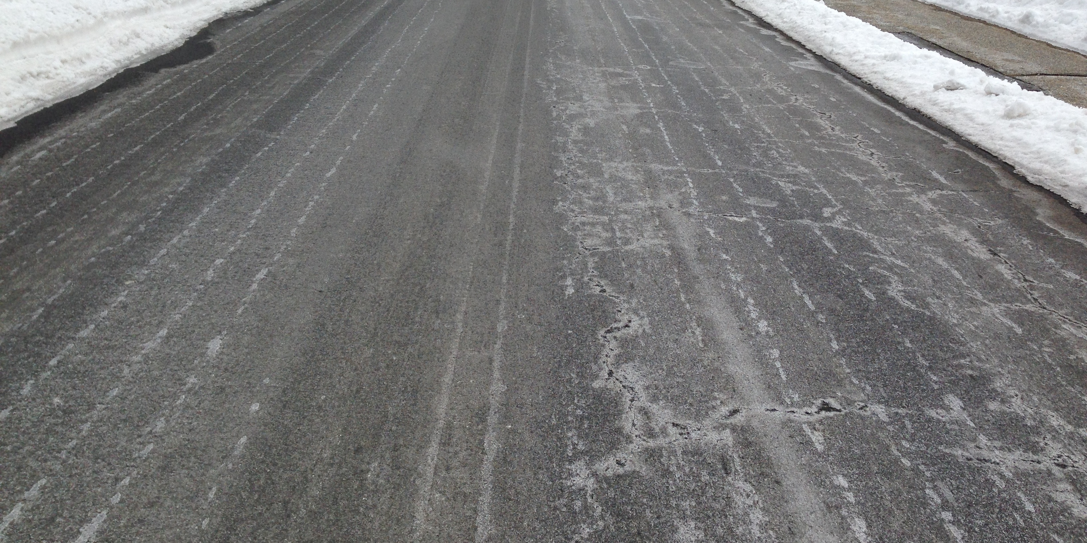 Road deicing treatment using salt brine