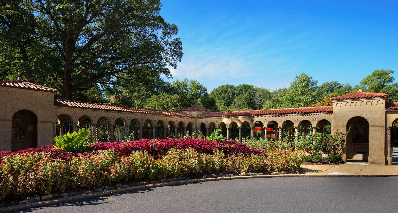 Welcoming Rose Gardens