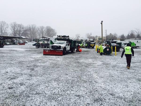 snow_removal_workers_and_snow_plows