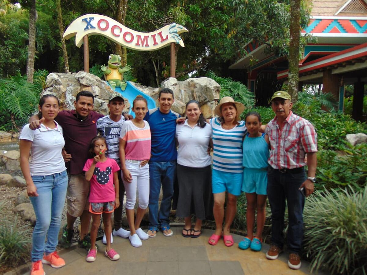 Level Green Landscaping Rosvin Lara with family