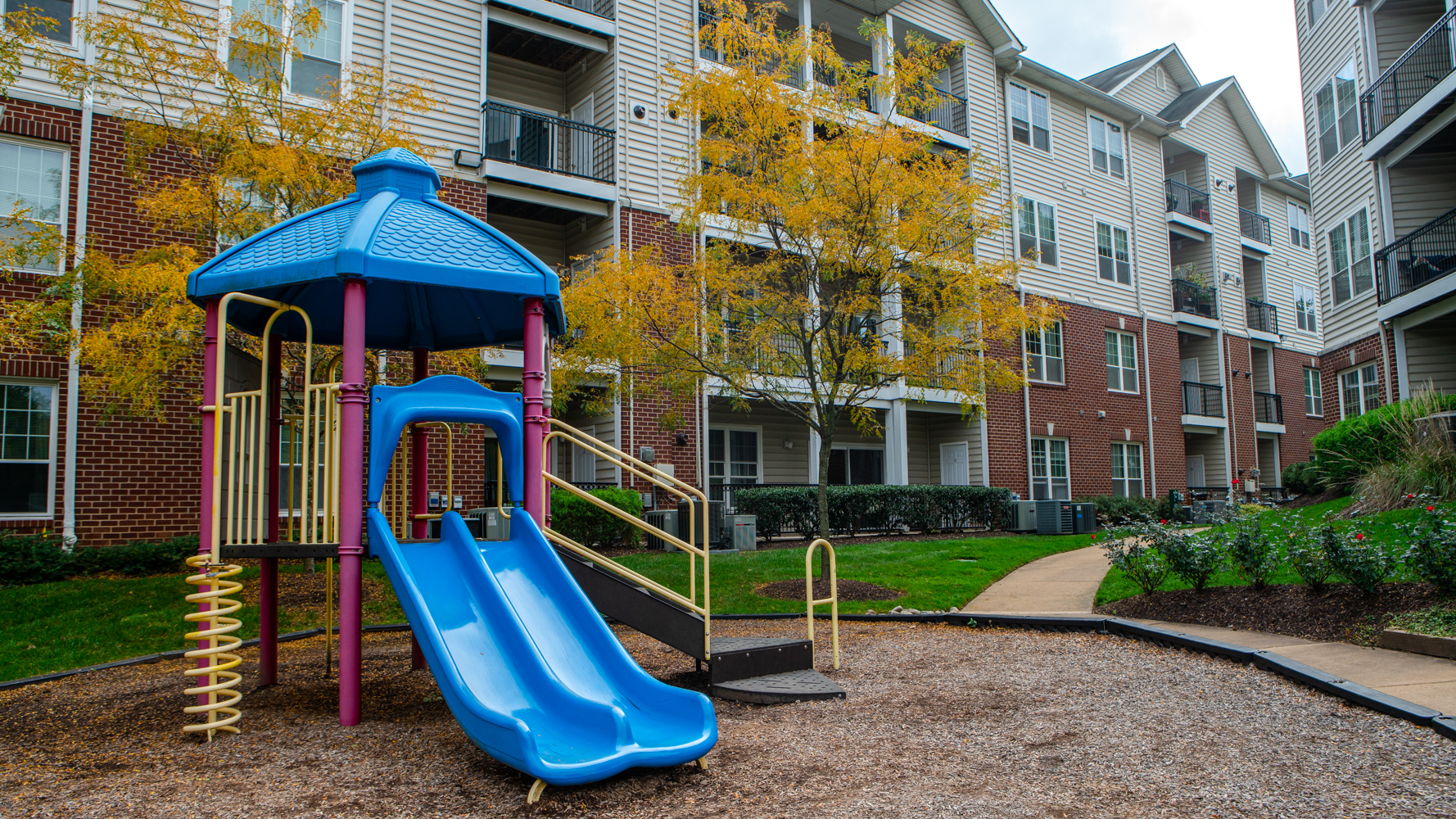Pea Gravel vs Rubber Mulch vs Wood Chips: Which Is Best For Playground Surfaces